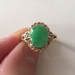 Jewelry - Jade ring in 18k gold- size 5.5